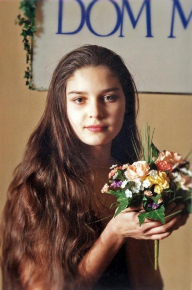 """В июле 1997 года Александра одержала победу на международном модельном конкурсе """"Мисс Модел Интернэшнл"""", в котором принимали участие представительницы 53 стран, а также получила предложение работать в Голливуде."""