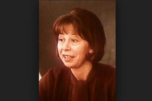 """В 90-е годы, она как возрастная актриса перестала получать роли в кино, да и из театра была вынуждена написать заявление """"по собственному желанию"""". К сожалению, жизнь Веры оборвалась трагически ."""