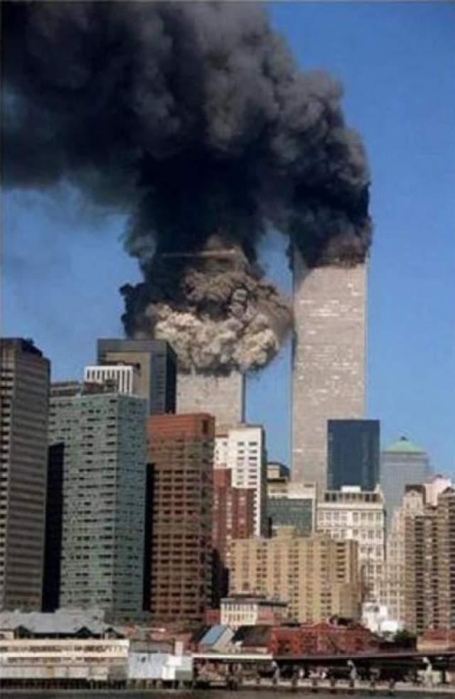 """Заявления """"Аль-Каиды"""" добавили веса мнению о том, что именно эта организация ответственна за организацию атак 11 сентября. В своем видеообращении 2004 года, в котором бен Ладен по видимому подтверждает свое участие в событиях, н указал в качестве причин Ливанскую войну 1982 году, в которой, по его мнению, есть вина США."""