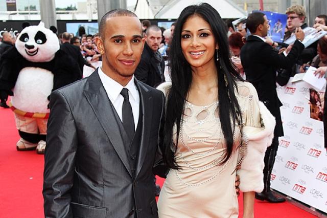 Исполнительница встречалась с известным британским автогонщиком, трехкратным чемпионом мира в классе Формула-1 Льюисом Хэмилтоном , но 4 февраля 2015 года пара распалась.