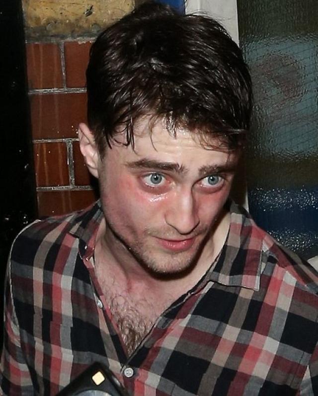"""Дэниэл Рэдклифф. Когда звезде """"Гарри Поттера"""" исполнилось 18, его жизнь пошла под откос."""