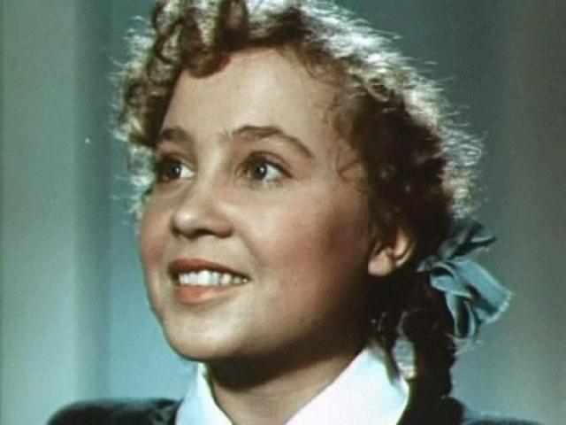 """Надежда Румянцева. Звезда """"Девчат"""", """"Королевы бензоколонки"""", """"Неподдающихся"""" до зрелого возраста играла юных бойких девочек и была самой настоящей королевой комедии."""