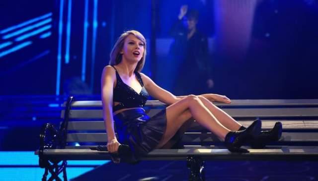 Тейлор Свифт Тейлор Свифт настолько боится получить травму во время концерта и сорвать туре, что обратилась в страховую компанию. Теперь ноги певицы стоят $40 тысяч.