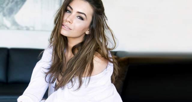 Софи Симмонс Дочь основателя Kiss и звезды Playboy Шеннон Твид невероятно мила и очаровательна. Софи появляется на ТВ и в журнальных фотосессиях, а также пела в американском шоу талантов.