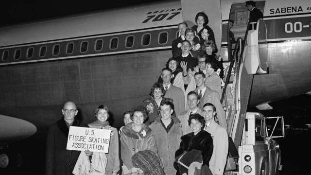 15 февраля 1961 года, Брюссель, сборная США по фигурному катанию. Американские спортсмены направлялись в Прагу на чемпионат мира по фигурному катанию - да не чартером, а регулярным рейсом с пересадкой в Брюсселе.