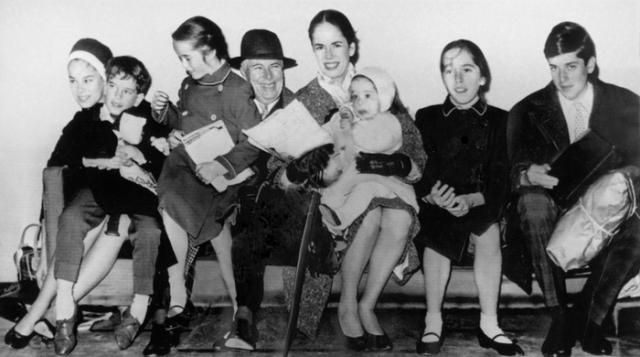 От брака с Уной у него было 8 детей. Последнего ребенка Уна родила, когда великому комику было 72 года.