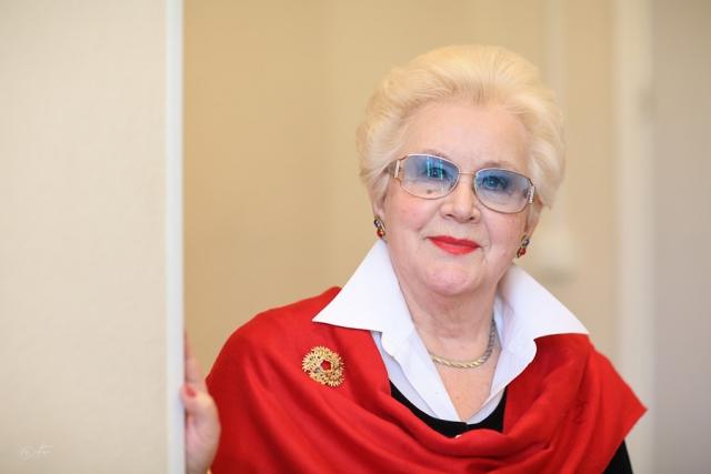 """С тех пор Шатилова работала в программе """"Время"""". Сейчас ведет программу """"Не время"""" на радио """"Юмор FM""""."""