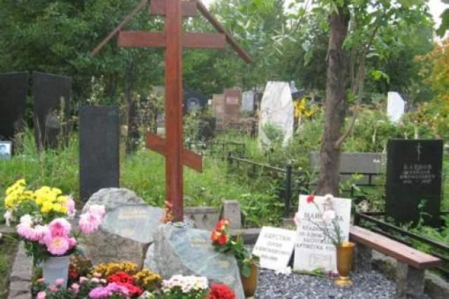 Но Православная церковь не причислила Елену к числу самоубийц, так как во время пожара актриса взывала о помощи.