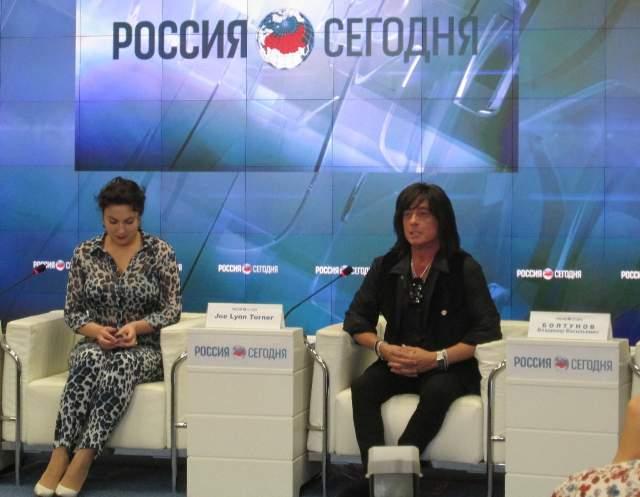 """Джо Линн Тернер (группа Rainbow): """"Кольцо с российским гербом я надел не потому, чтобы вам понравиться или удивить вас, а потому, что я живу этим. Я люблю Россию. Считаю, что здесь живет правда..."""