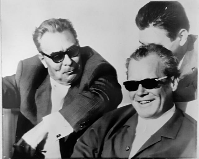 Ходил слух, что своеобразная дикция Брежнева связана с тем, что во время войны он был ранен в челюсть, что особенно сказывалось с возрастом. По другим источникам, Брежнев за всю войну не получил ни единого ранения.