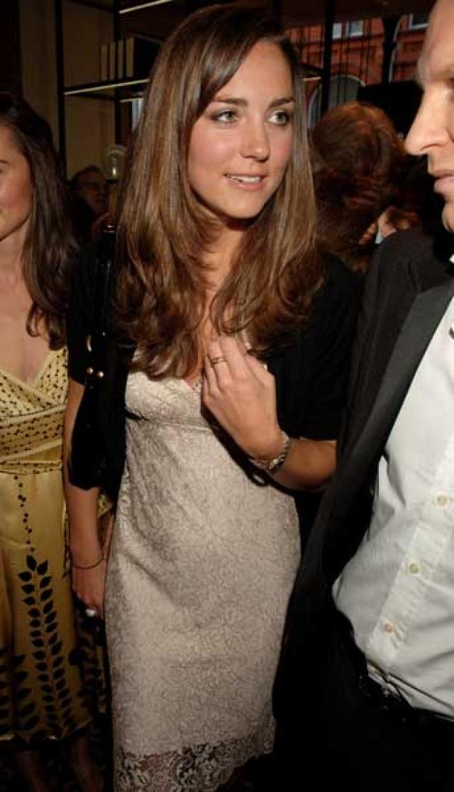 Неожиданно пара перестала появляться вместе, в апреле 2007 и вовсе прозвучала новость, что Кейт и Уильям расстаются. Кейт стала посещать ночные клубы и вечеринки в одиночестве.