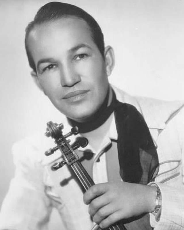 Он родился в США и умер там же - на глазах у зрителей во время выступления на благотворительном концерте из-за сердечного приступа.