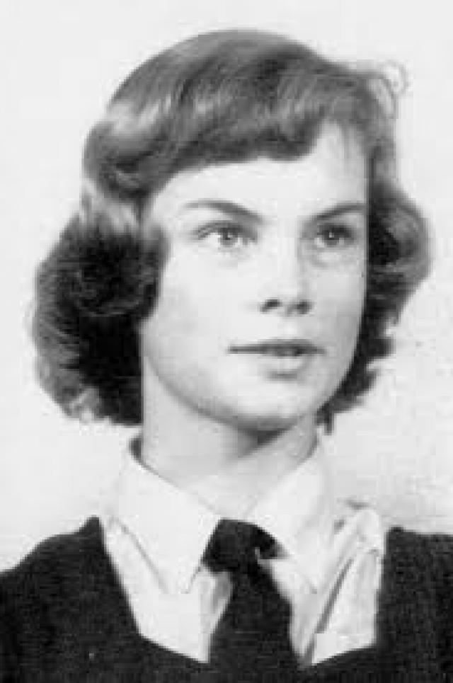 Джин Шримптон. Девушка родилась на ферме и посещала школу при женском монастыре в Слау.