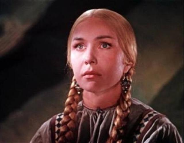 """В 1959 году она сыграла Марью-искусницу в одноименной сказке Александра Роу. Среди несказочных работ, пожалуй самая известная - фильм """"Дом, в котором я живу""""."""