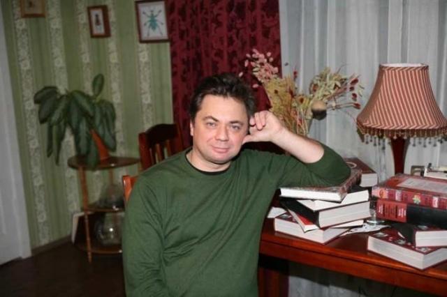 Некоторое время она встречалась с Андреем Леоновым , сыном знаменитого актера Евгения Павловича Леонова, но вскоре молодые люди расстались. К тому же, как рассказывали знакомые, девушку буквально затравила родная мать.