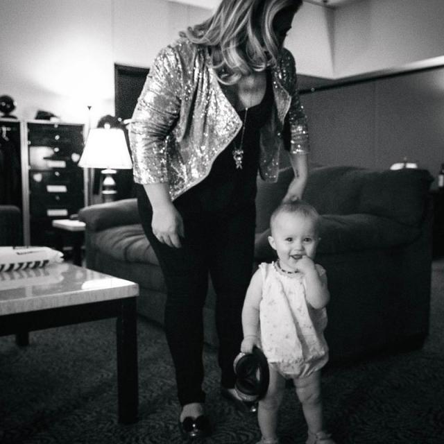 Келли Кларксон. Певица поделилась фото дочки Ривер Роуз.