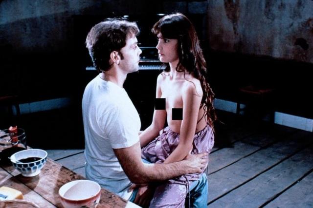 """Ариель Бесс дебютировала в кинематографе в возрасте 15 лет в фильме Бертрана Блие """"Отчим"""". Ее кинодебют был довольно скандальным и не прошел незамеченным."""