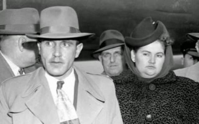 Она ревновала Фернандеса к женщинам и начала нападать на них. В итоге пара стала убивать большинство своих жертв. В конце февраля 1949 года они убили молодую вдову и ее двухлетнюю дочь. Соседи услышали шум и вызвали полицию. когда полиция прибыла, Бек и Фернандес все еще были в квартире. В общей сложности они били около 20 человек.