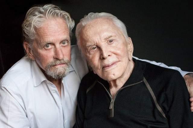 В отличие от сына, Кирк давно отошел от дел, и не удивительно, ведь 9 декабря 2016 года актер отпраздновал свой 100-летний юбилей.