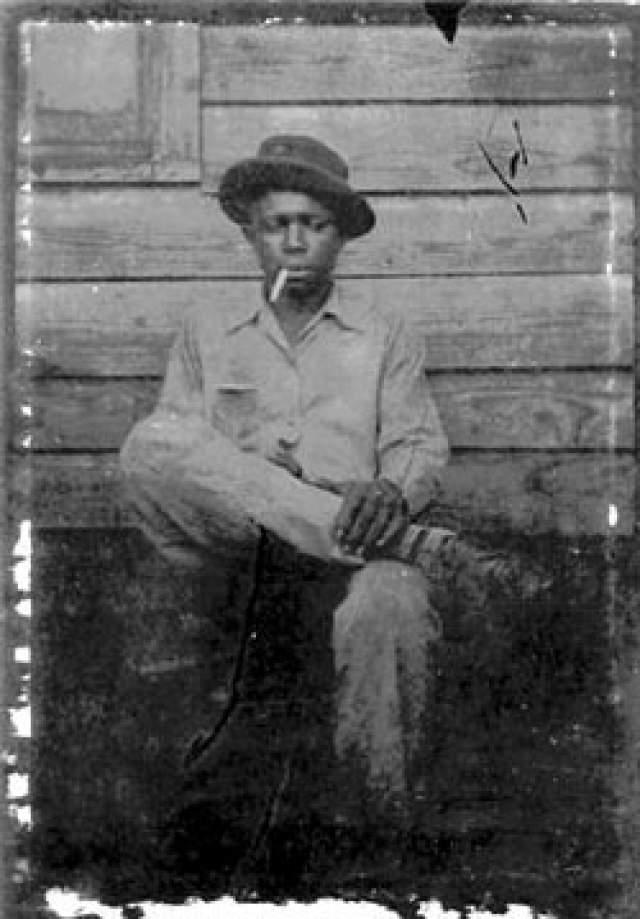 16 августа 1938 года Роберт Лерой Джонсон погиб. Официальная версия гласит, что музыкант умер от руки ревнивого супруга своей возлюбленной. Некоторые источники утверждают, что Джонсона отравили.