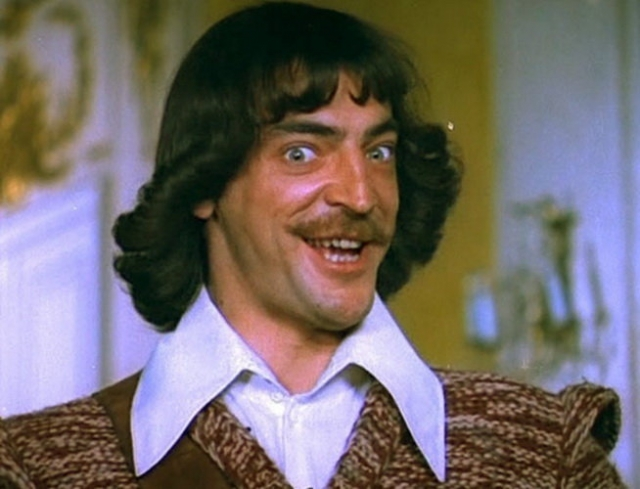 Михаил Боярский. Если внимательно послушать песни из кинофильма о трех мушкетерах, можно услышать, что герою Михаила Серегеевича - 18, хотя самому актеру на момент съемок было 29.