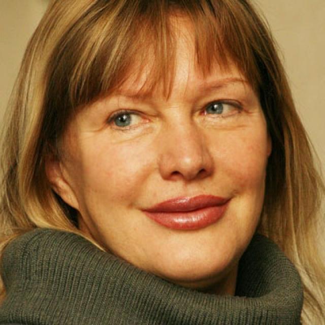 Часто в прессе свои 63 года женщина полностью преобразовала свой внешний вид, подтянув веки и лицо и увеличив губы.