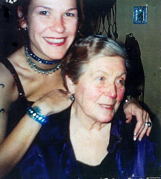 В декабре 1992 года ее видели в Лондоне в районе Кенсингтон-Челси. Аллилуева оформляла бумаги на право о помощи, чтобы, уйдя из дома престарелых, оплачивать комнату.