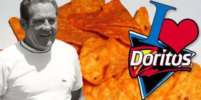 Арч Вест. Создатель чипсов Doritos, по-видимому, был очень эксцентричным джентльменом, поскольку решил распрощаться с бренным миром весьма оригинальным способом.