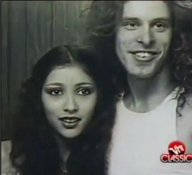 Тед Ньюджент. Рок-звезда Тед Ньюджент начал отношения с 17 летней Пил Масса в 1978.