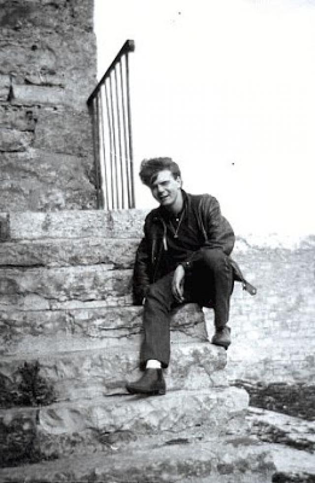 Курт Раймонд Джонс - самый первый битломан в истории, который повлиял на развитие группы: 28 октября 1961 года в музыкальном магазине он попросил пластинку с песней My Bonnie тогда еще малоизвестной группы The Beatles. Продавец ничего не знал о коллективе, но по совету покупателя поинтересовался.