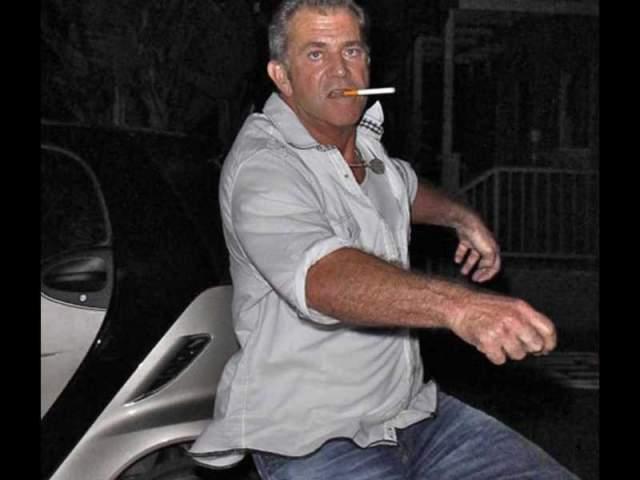 Самый известный случай пьяного вождения от Гибсона - это, пожалуй, ситуация, когда полиция остановила его за превышение скорости (а она была свыше 140 км в час), при этом он был пьян, а в его авто находилась изрядно опустошенная бутылка текилы.