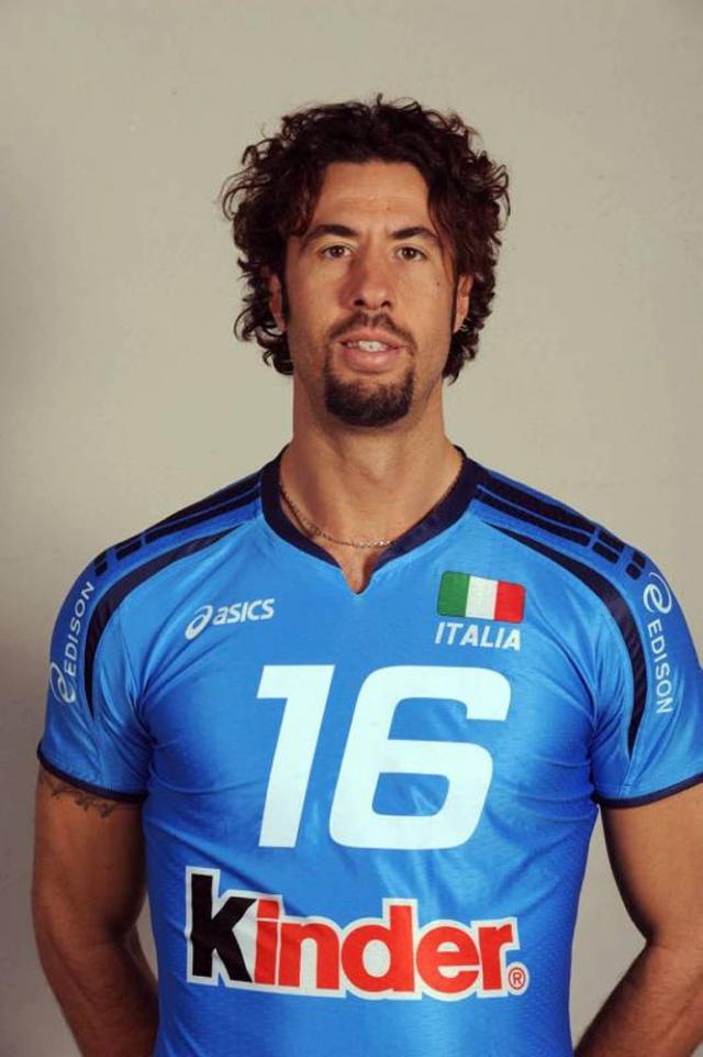 Вигор Боволента. Призер Олимпийских игр, итальянский волейболист, долго не желал заканчивать с профессиональным спортом и продолжал играть, даже когда ему оставалось только выступать в четвертом дивизионе чемпионата страны.