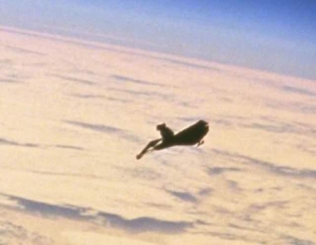 В 1960-м году один из первых спутников земли впервые смог снять неопознанный летающий объект явно искусственного происхождения, который на проверку не оказался ни спутником России, ни американцев.