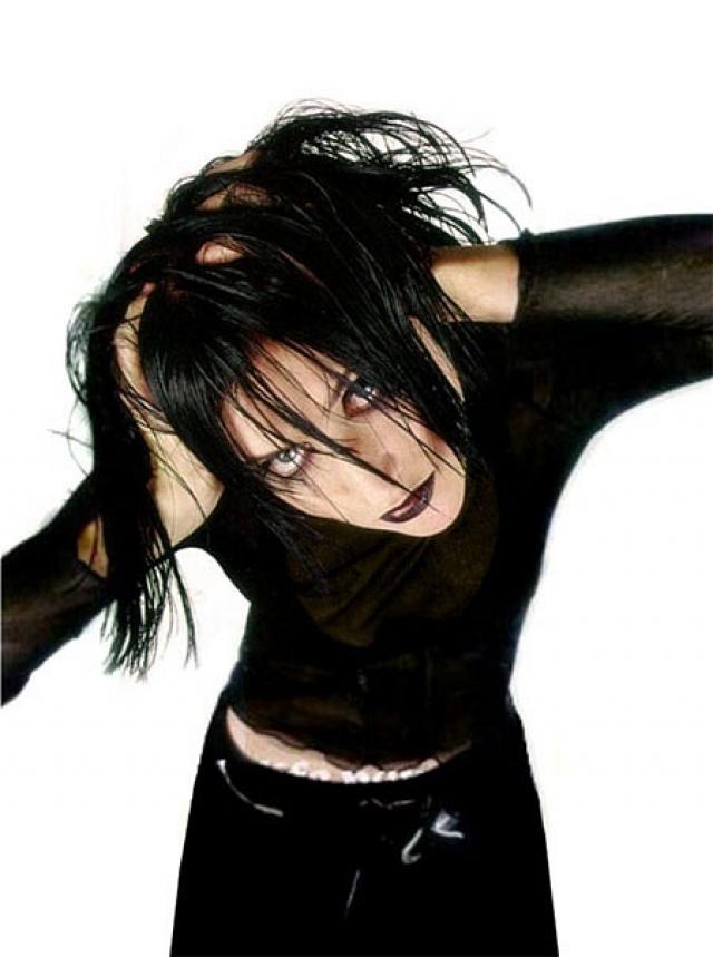 """Линда. Певица отличается от многих других звезд 90-х тем, что в общем-то является до сих пор активным исполнителем. Хотя таких хтитов, как """"Ворона"""", у нее сейчас нет."""