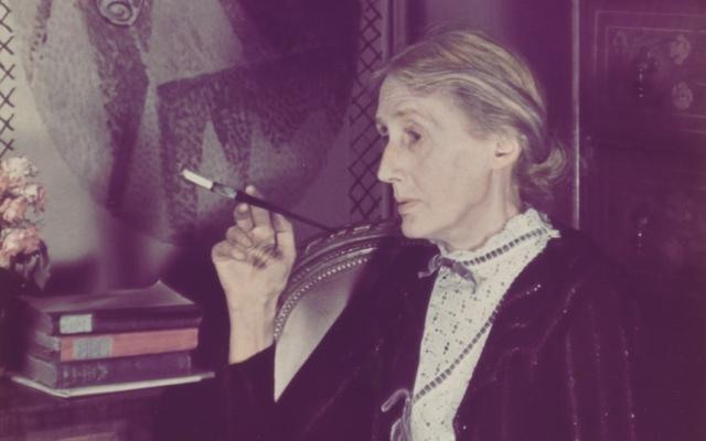 Женщина неоднократно пыталась покончить с собой. Гибель ее любимого племянника на фронте в Испании в 1938 году стала последней каплей.