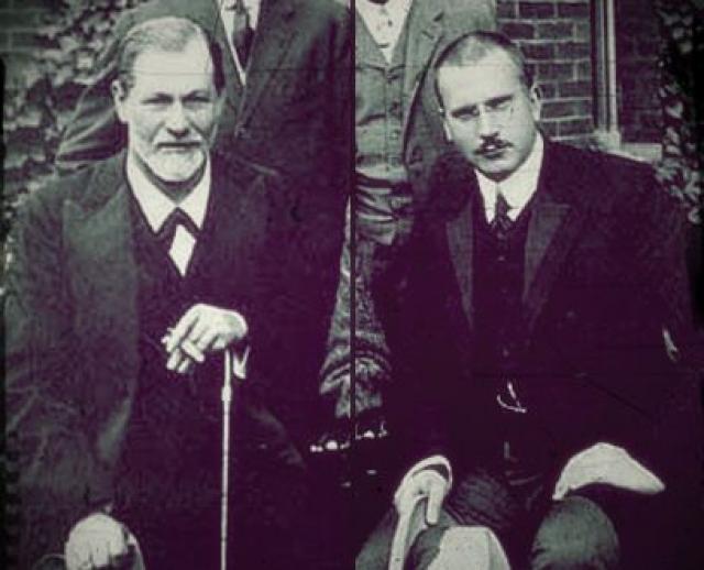 Два великих ума своего поколения - Густав Юнг и Зигмунд Фрейд - были настоящими друзьями. Из их переписки следует, что они были очень близки и посвящали друг друга во все свои идеи и мысли. Однако большинство идей Фрейда вызывали у Юнга спорные чувства, о чем он без стеснения говорил.