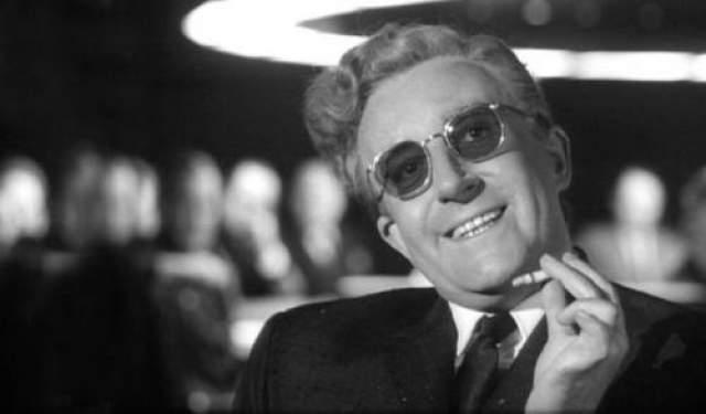 """Зато Эдвардс в 1983-м году снимет """"Проклятие Розовой пантеры"""", в центре сюжета которого будут """"поиски"""" инспектора Клузо - у Эдвардса в архиве остались неиспользованные кадры."""