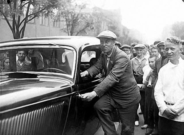После смерти покровительствующего ему Сталина, в 1957 году по указанию Н. С. Хрущева он был возвращен в Донецкую область, где ему пришлось снимать угол, а затем несколько лет жить в общежитии.