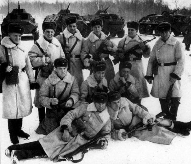 На место событий выехало 32 советских пограничника, в том числе начальник заставы старший лейтенант Иван Стрельников, на автомобилях ГАЗ-69 и ГАЗ-63 и одном БТР-60ПБ (№ 04).
