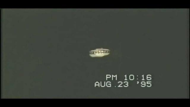 Местный житель Эдвард Уолерс утверждает, что 11 ноября 1987 года он вышел из дома и вскоре обнаружил над собой парящий НЛО.