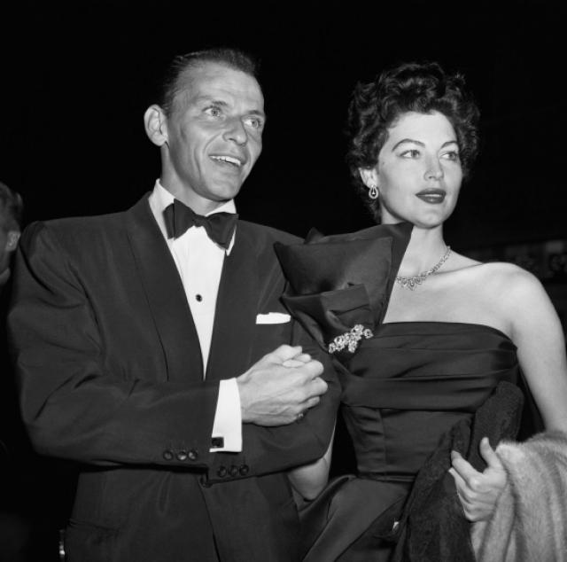Звёздный роман длился очень долго, а всего через 72 часа после скандального развода с Нэнси Фрэнк женился на роковой красотке, которая, кстати, сама подала на развод через 6 лет, не выдержав повышенного внимания женского пола к своему мужу. Всего Синатра был женат 4 раза.