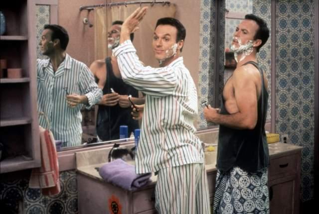 """Также актер хорош в эпизодах с экстравагантным """"человеком дождя"""", как называют четвёртого двойника его сотоварищи."""