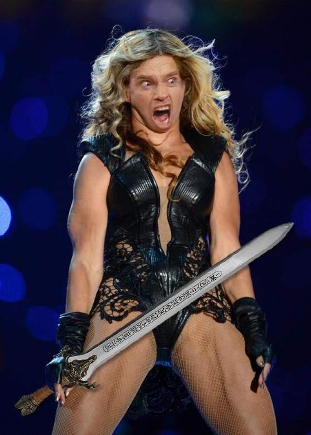 Более того, в сети появились забавные фотожабы на певицу, носящую титул самой сексуальной женщины.