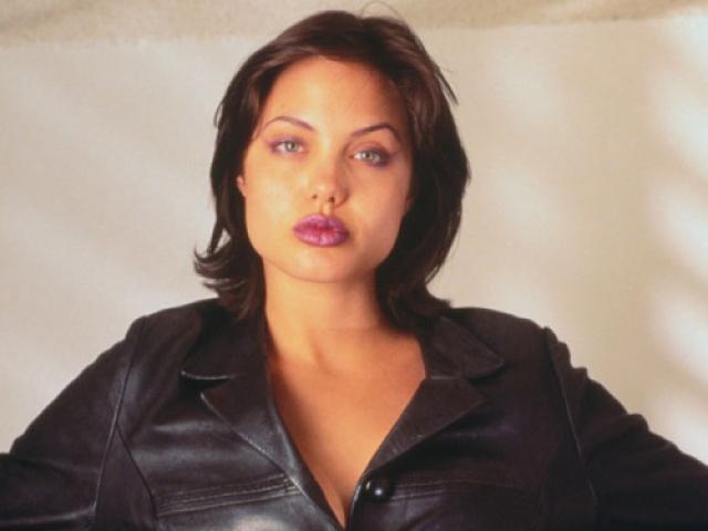 Анджелина Джоли. В начале карьеры актриса предпочитала дерзкие, провокационные и агрессивные образы.