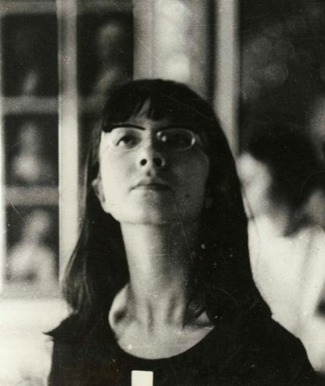 """В мае 1964 года состоялась первая выставка ее рисунков, организованная журналом """"Юность"""" (Надя училась в пятом классе). После этой выставки в том же году в № 6 журнала появились первые публикации ее рисунков, когда ей было всего 12 лет."""