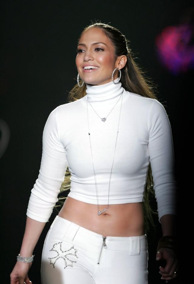 Постепенно Лопес стала отказываться от странных нарядов, ее прическа стала элегантнее, а стиль сдержаннее.