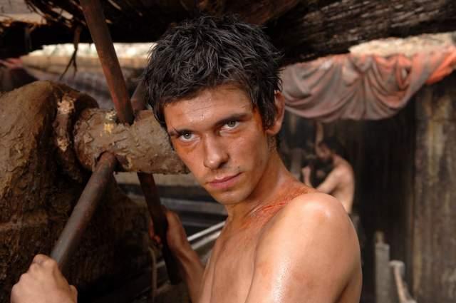 """Бен Уишоу. Английский актер, известный своей ролью в экранизации романа Патрика Зюскинда """"Парфюмер"""", пленил сердца женщин по всему миру. Увы, молодой актер оказался открытым геем."""