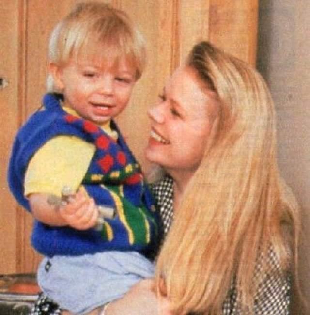 """У Марси есть 31-летний сын Тайлер, которого она родила от оператора """"Санта-Барбары"""" Стивена Коллинза. Мальчик тоже снялся в сериале, сыграв крошечную дочь Иден."""