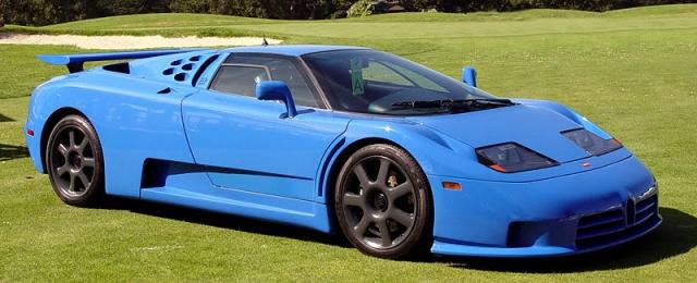 Bugatti EB 110 Super Sport - $1 600 000. Существует только 31 автомобиль в модификации Super Sport. Суперкар отличается от обычной версии приводом на задние колеса вместо полного, облегченным кузовом и салоном, неподвижным задним антикрылом, сиденьями-ковшами и увеличенной мощностью и объемом двигателя.