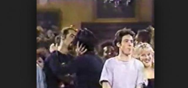 """После исполнения """"Territorial Pissings"""" на Saturday Night Live, Кобейн и басист группы начали целоваться, SNL, транслировавший передачу, отказался воспроизвести в повторе."""